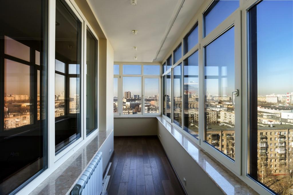 Завтрак на балконе: выбираем жилье с просторными лоджиями