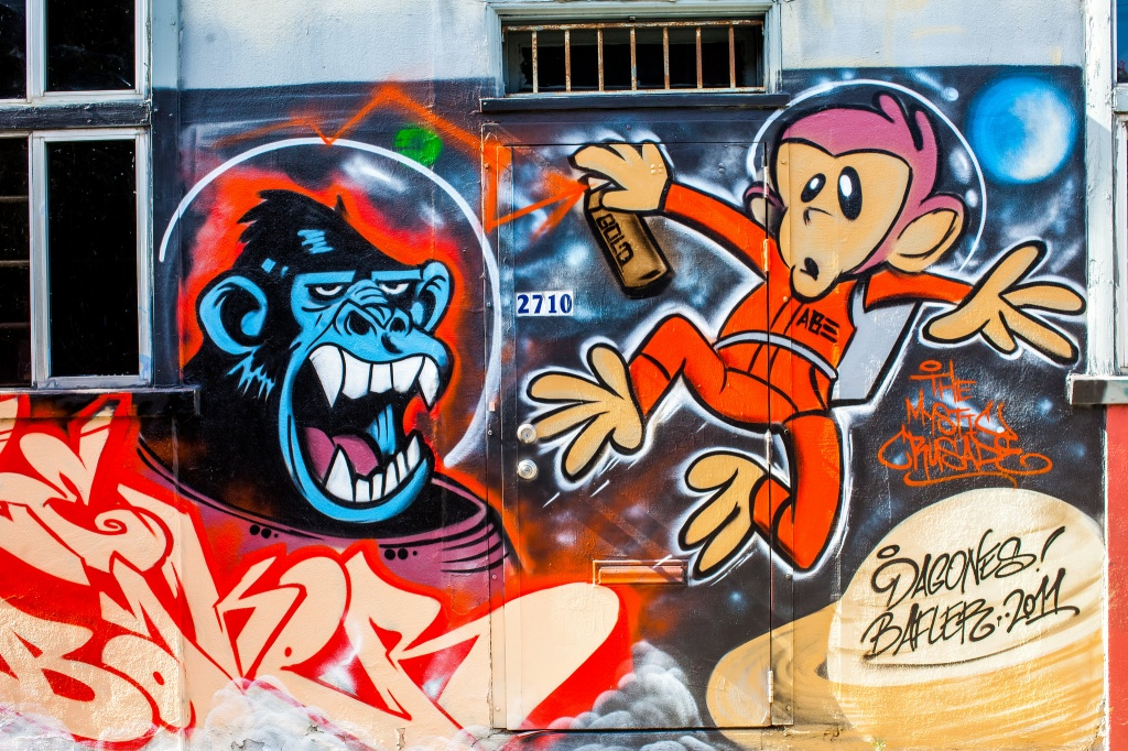 Граффити на фасаде здания